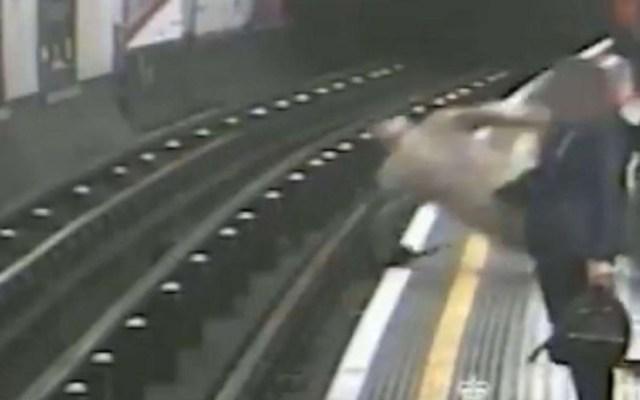 #Video Condenan a sujeto que empujó a anciano a vías del Metro - Londres