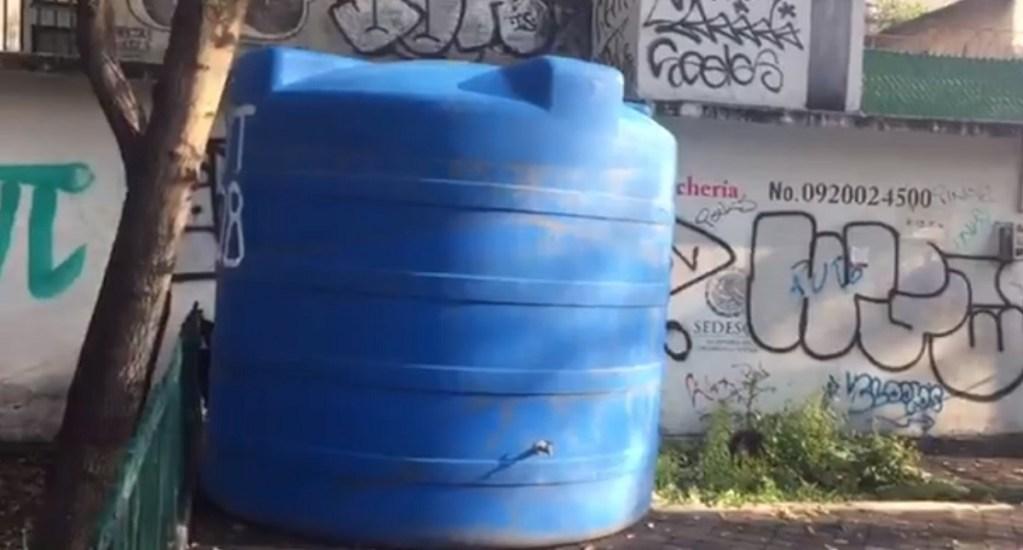 Instalan tinaco de agua en Santa María la Ribera con vigilancia. Noticias en tiempo real