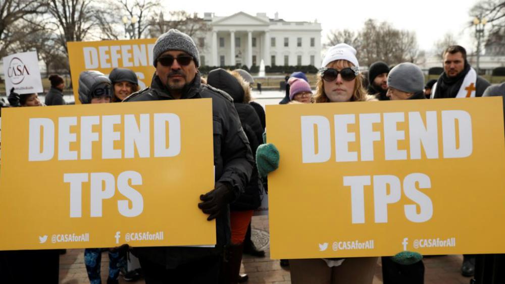 Juez federal prohíbe al gobierno de EE.UU. cancelar TPS