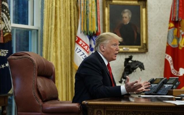 Trump incluye a AP en su lista de medios que publican 'fake news' - Trump en entrevista con AP. Foto de AP