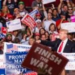 Trump prepara a Patrulla Fronteriza y Milicia contra migrantes - Donald Trump en mitin de Arizona. Foto de @realDonaldTrump