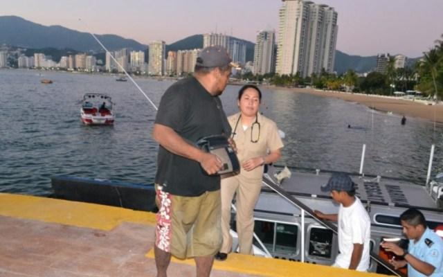 Marinos rescatan a dos pescadores en Acapulco - Acapulco