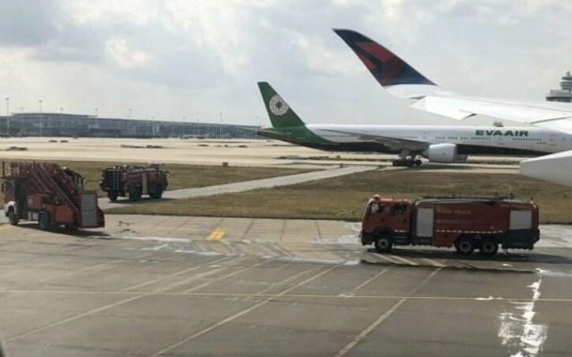Se incendian llantas de avión en aeropuerto de China tras abortar despegue - Avión