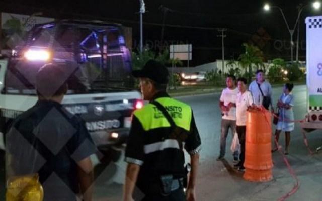 Conductor ebrio agrede a personal del alcoholímetro en Cancún - Agresión a personal del retén del alcoholímetro en Cancún. Foto de Quadratín
