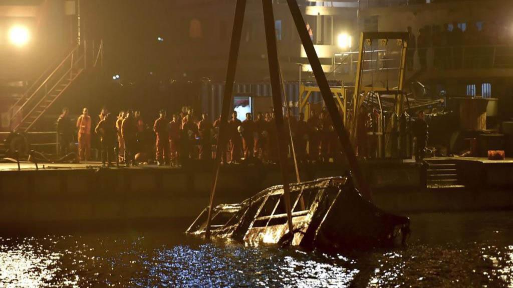 Discusión dentro de un autobús en China provoca accidente de 13 muertos