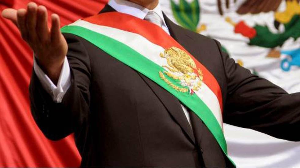 Publican ley que retira pensión a ex presidentes - Banda presidencial de México. Foto de Internet
