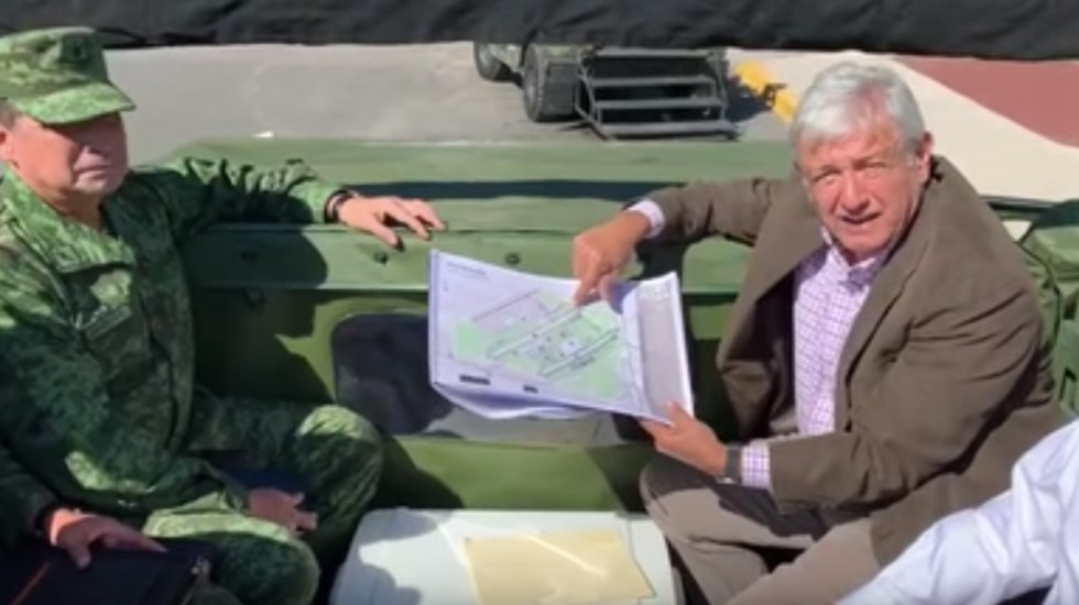 López Obrador visita base militar de Santa Lucía