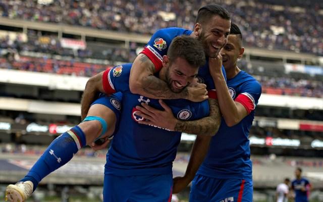 Cruz Azul vence a Lobos BUAP y sigue invicto en el Azteca - Foto de Mexsport
