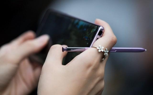 Modificación a NOM 184 afectaría a usuarios de telefonía celular - Uso del celular. Foto de Internet