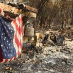 """""""Nos levantaremos de las cenizas"""": Sobrevivientes del Camp Fire - Habitantes de Paradise aseguran que resurgirán de las cenizas del Camp Fire. Foto de AFP / Josh Edelson"""