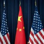China suspenderá aranceles adicionales a coches importados de EE.UU. - Banderas de China y EE.UU. Foto de Internet