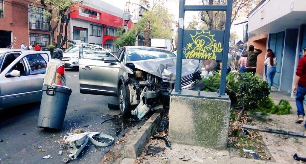 Conductor choca y atropella a dos ciclistas en Benito Juárez - Foto de @israellorenzana