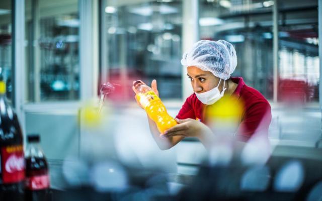 ¿Qué hace La Industria Mexicana de Coca-Cola además de bebidas?