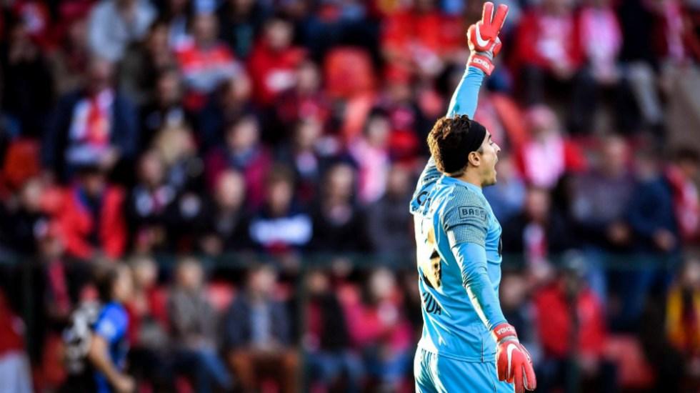 Ochoa y Standard caen ante el último lugar de la liga de Bélgica - Foto de Standard de Lieja