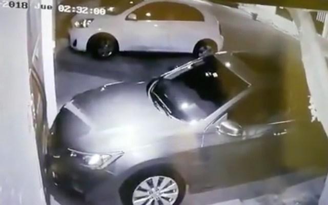 #Video Ladrón pinta cámaras de seguridad para no ser identificado en Jardín Balbuena