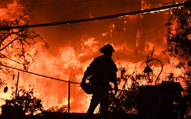 Incendios en California suman 31 personas muertas - El