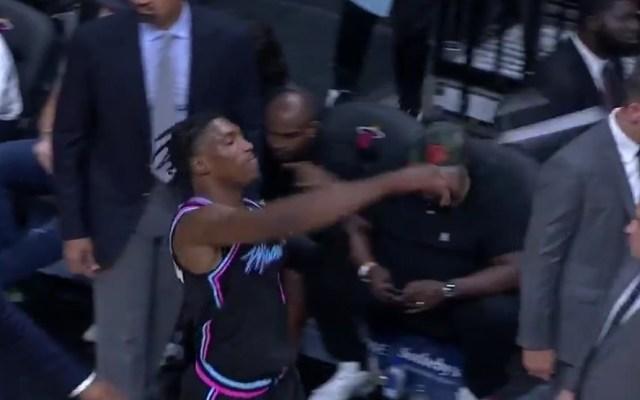 #Video Expulsan a jugador de la NBA tras lanzar tenis a las gradas