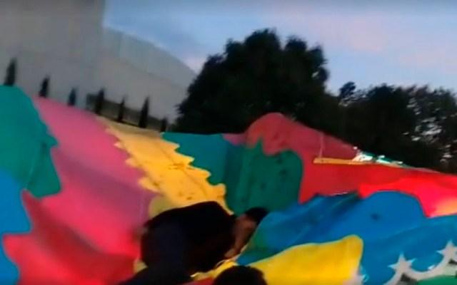 #Video Lona salva a joven tras caer de juego mecánico en Tlaxcala