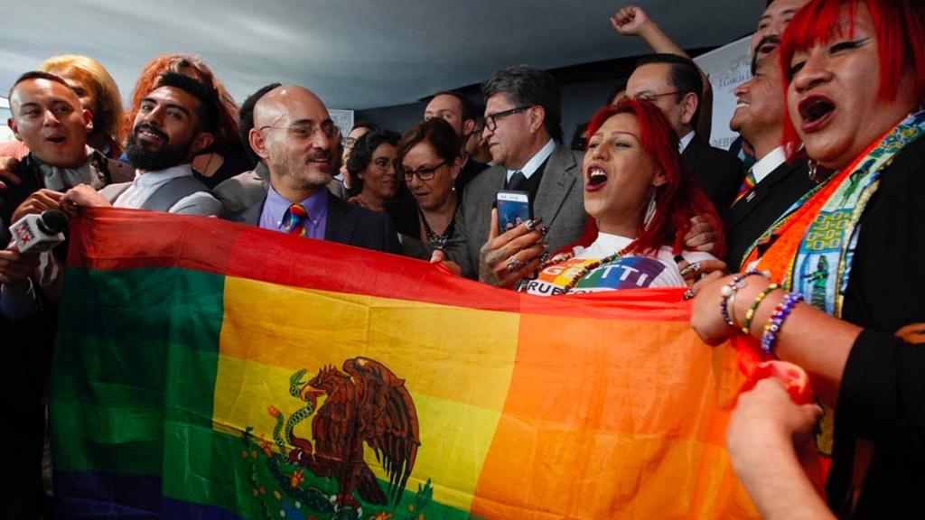Senado aprueba brindar seguridad social a parejas LGBTTTI - Foto de Quadratín