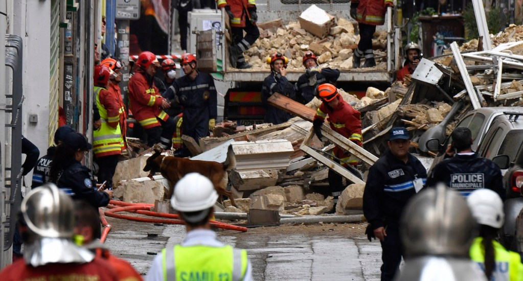 Recuperan dos cadáveres en derrumbe de edificios en Marsella - Labores de rescate en Marsella por colapso de edificios. Foto de AFP / Gerard Julien