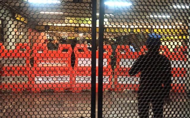 Horario del Metro para Noche Buena y Navidad - Servicios de emergencia y oficiales arribando a Metro Hangares. Foto de @vialhermes