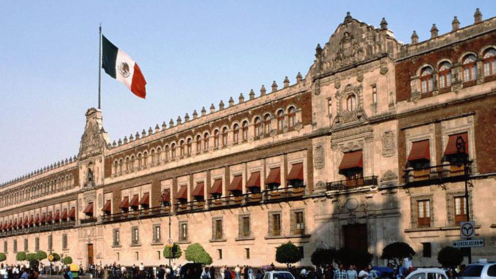 Expiden ley para que ningún funcionario gane más que el presidente - Palacio Nacional, donde vivirá AMLO. Foto de Internet