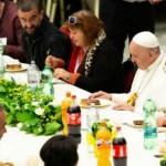 """El papa Francisco llama a escuchar el """"grito de los pobres"""" - papa francisco reunion pobres"""
