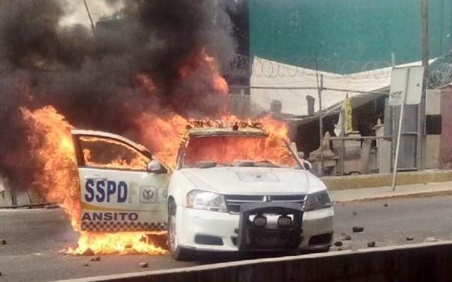 Mantienen bloqueo de la México-Pachuca; queman otra patrulla y hay saqueos - Patrulla quemada en la México-Pachuca. Foto de Alertas Urbanas