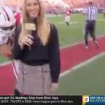 #Video Tacklean a presentadora de ESPN durante partido universitario - ESPN