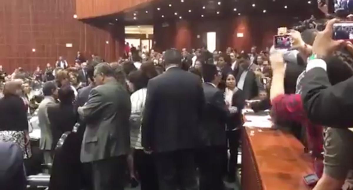 Diputada se entera de asesinato de su hija en plena sesión
