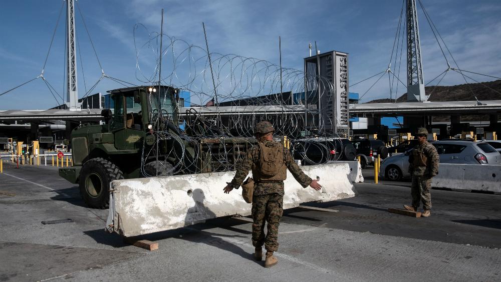 Estados Unidos justifica cierre temporal de la Garita de San Ysidro - Soldados en la garita de San Ysidro en noviembre de 2018. Foto de AFP