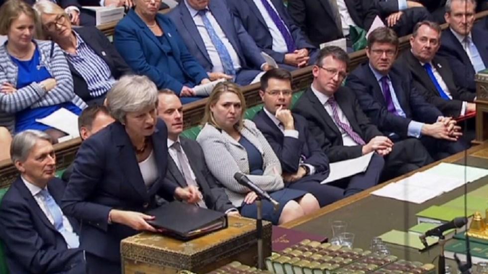 May presenta acuerdo de Brexit a gobierno británico dividido - Foto de AFP
