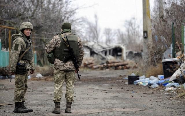 Ucrania limita acceso a ciudadanos rusos - Soldados de Ucrania en línea fronteriza con Rusia. Foto de AFP / Sega Volskii