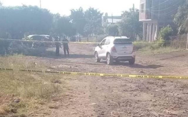 Acribillan a cinco mujeres y dos hombres en Michoacán - Una pareja joven fue acribillada al interior de una camioneta RAV. Foto de Twitter