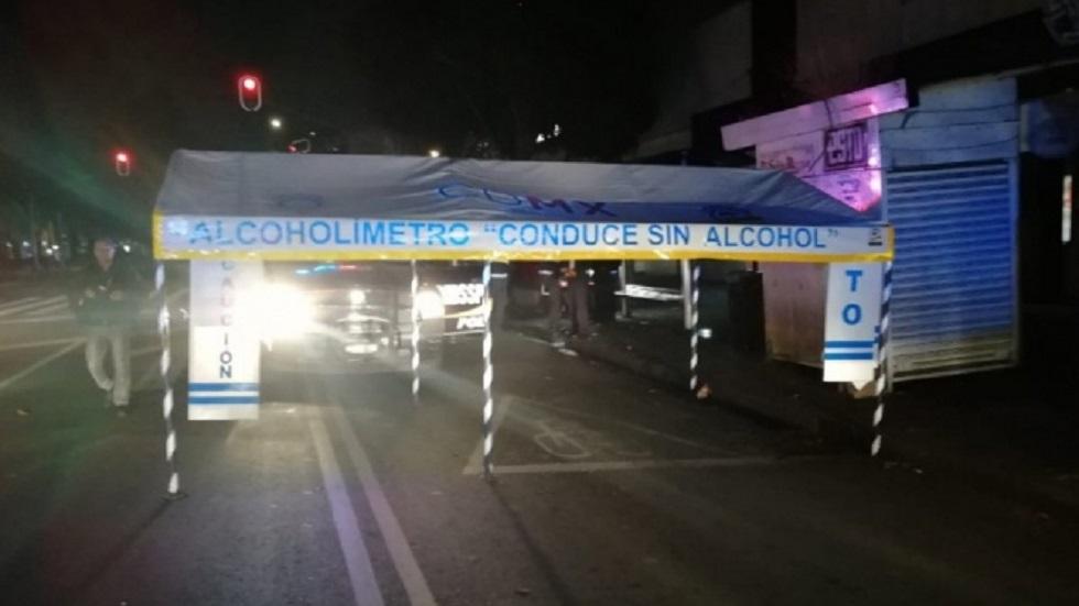 Conductor atropella a policías del alcoholímetro en la CDMX - Conductor evadió alcoholímetro arrollando a dos policías. Foto de Excélsior