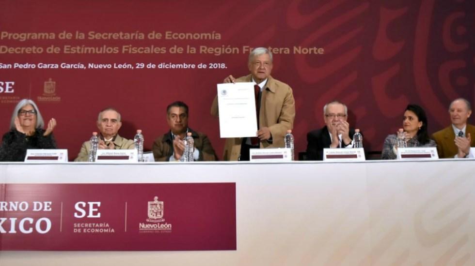 Firma AMLO decreto que reduce IVA y aumenta salarios en frontera norte - Foto de LópezObrador.org.mx