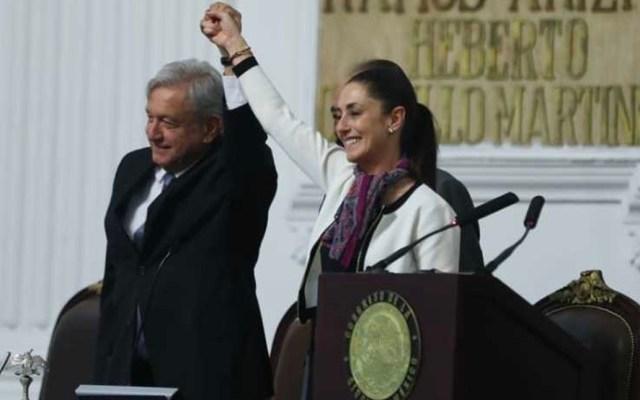 Sheinbaum rinde protesta como jefa de Gobierno junto a AMLO - El presidente López Obrador acompañó a Claudia Sheinbaum a su toma de protesta como jefa de Gobierno de la CDMX. Foto de Milenio