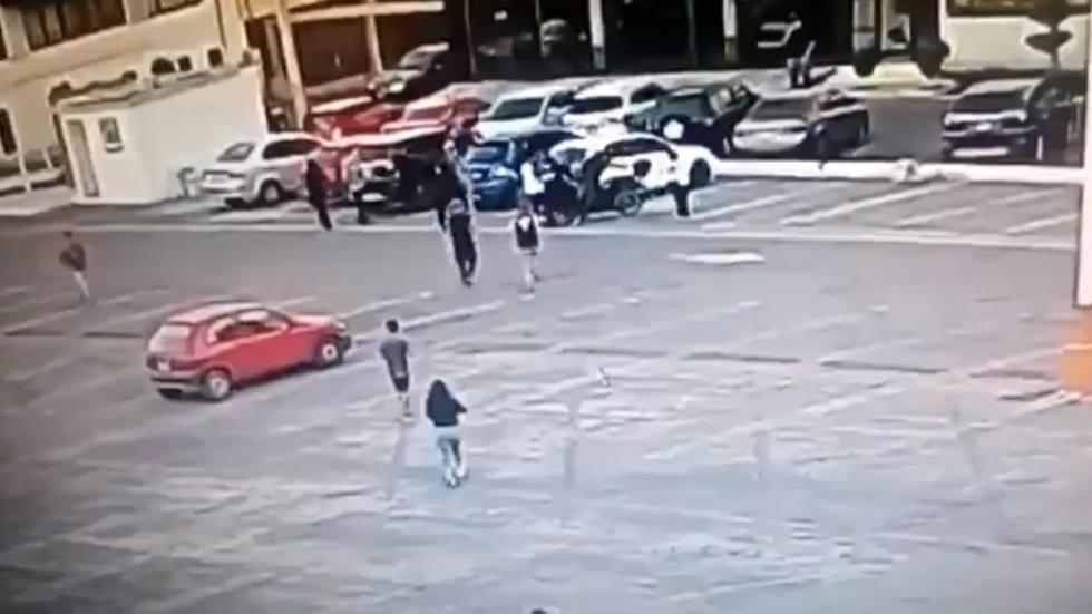 #Video Sujetos golpean a policía en estacionamiento en la GAM. Noticias en tiempo real