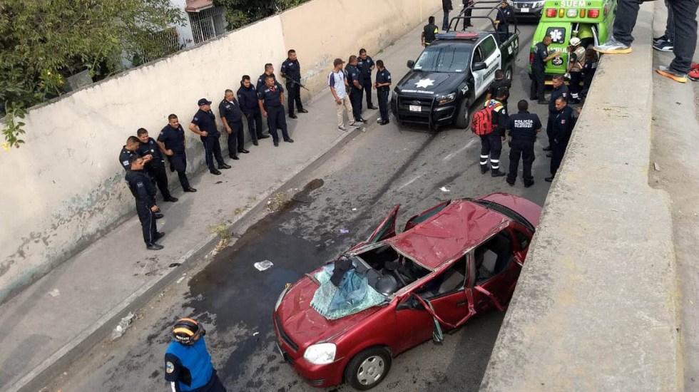 Vehículo cae de puente en Ecatepec - Auto cae de puente de Venta de Carpio. Foto de @alertasurbanas