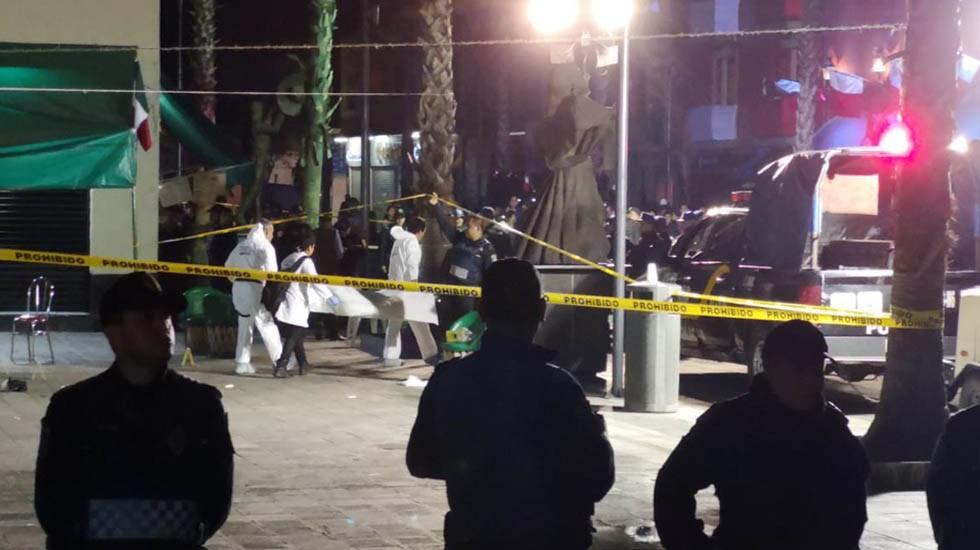 Asesinan a sobreviviente de balacera en Garibaldi - Levantamiento de cadáveres tras balacera en Plaza Garibaldi. Foto de Internet