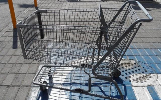 Bebé sufre severa infección tras tocar un carrito de supermercado - Foto de Internet