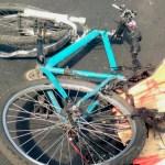 #Video Conductor derriba a ciclista y un camión lo atropella