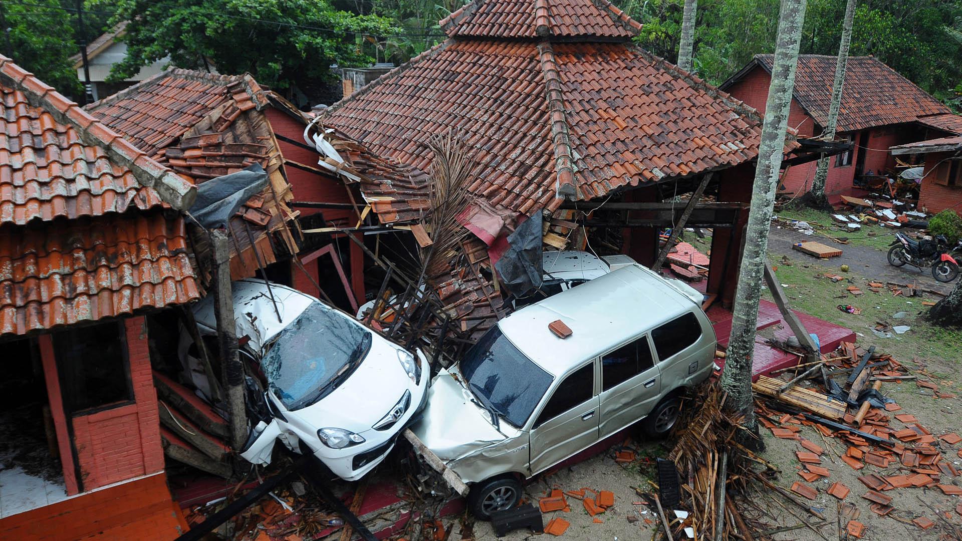 Daños causados por tsunami en Indonesia. Foto de AFP / Dasril Roszandi