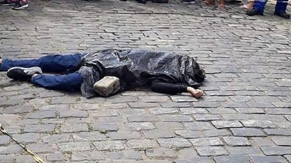 El cuerpo del ladrón quedó a una cuadra de la joyería. Foto de FocusOn News