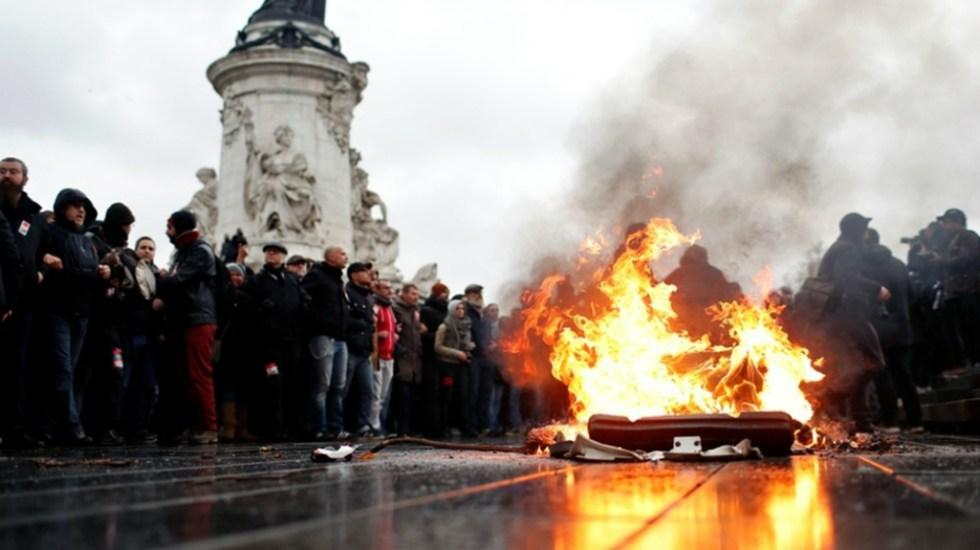 Nacen en Túnez los 'chalecos rojos' - El movimiento en Túnez está inspirado en los 'chalecos amarillos' en Francia. Foto de AP