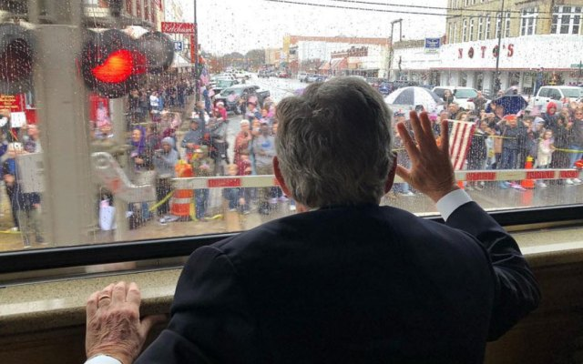 George Bush agradeció por el especial último adiós a su padre - Foto de Instagram