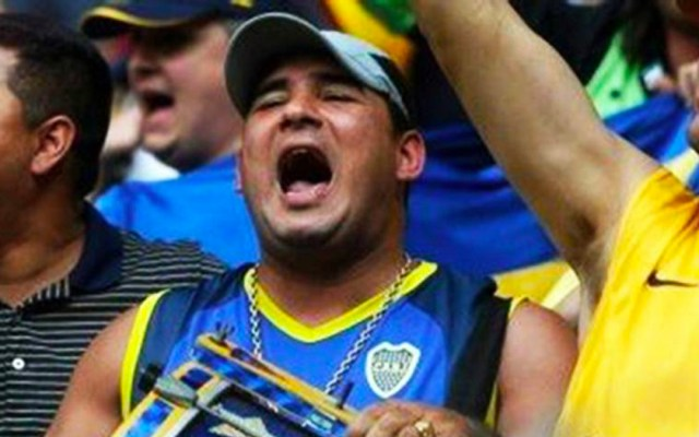 Policía española deporta a líder de la barra del Boca Juniors - Foto de El País