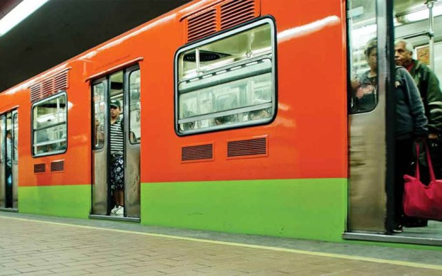 Detienen a dos por robar 10 mil dólares a turista en el Metro - Metro de la Ciudad de México. Foto de Internet