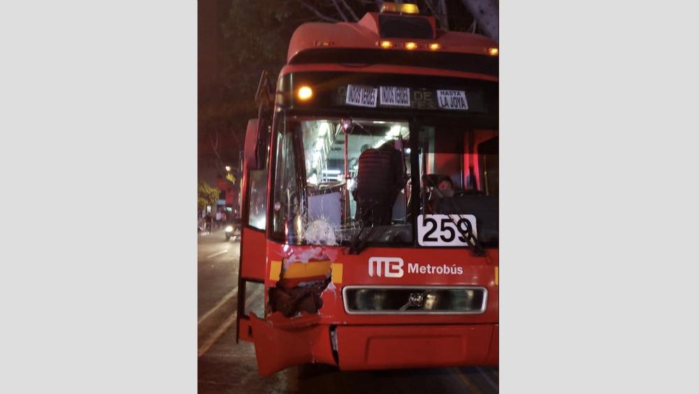 Metrobús atropella y mata a mujer en Insurgentes Sur. Noticias en tiempo real