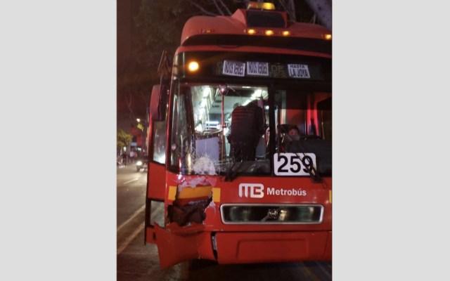 Metrobús atropella y mata a mujer en Insurgentes Sur - Metrobús atropella y mata a una mujer en Insurgentes Sur